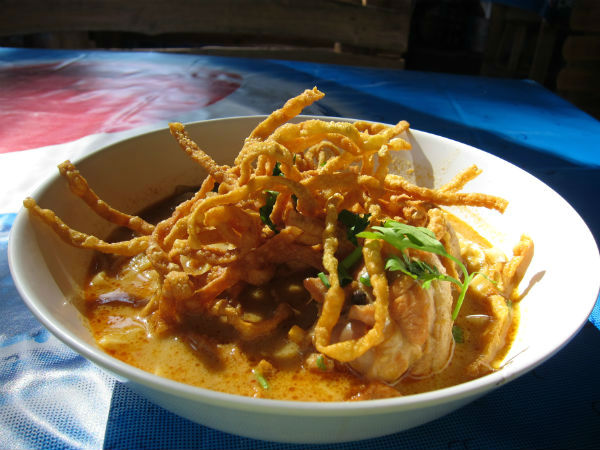 Místní specialita Khao Soi